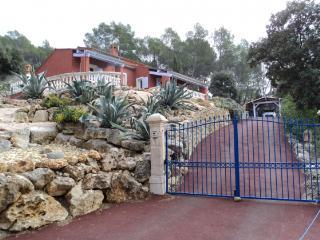 Belle villa avec piscine à 900 à pied du village, Lorgues