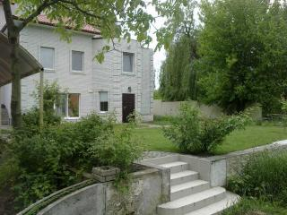 PRIVATE HOUSE NEAR SUBWAY AND DNIPRO BANKS, Kiew