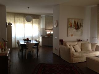 appartamento elegantemente arredato in centro, Catania