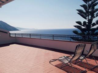 A terrace in front of the sea: casa Buganville, Gioiosa Marea