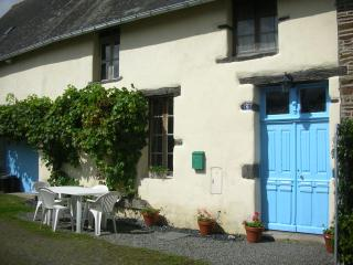 Traditional village house in Montanel sleeps 4/5