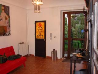 Villa with pool and garden in the historic center, Palermo
