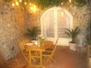 Stylish cottage in unspoilt medieval village, Castelnou