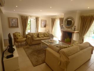Beautiful and comfortable four bedroom villa, Almancil