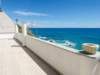 Dream home few meters to the sea, Cipressa