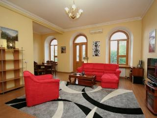 Spacious Apartment with Jacuzzi ID103, Odessa