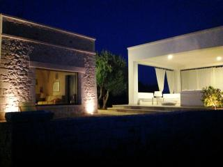 STONE VILLA, OLIVE TREES AND MAGNIFICENT VIEW, Cisternino