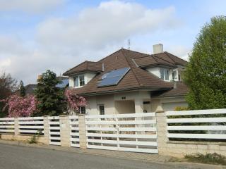 Apartment im Familienhaus 20 km von Prags Zentrum