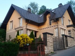"Luxury ""ChicHouse"" 200 sqm, Old Town, Three Spacious Bedroom, Parking Available"