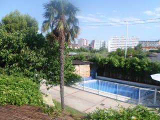 Appartement T3 avec balcon, jardin, piscine