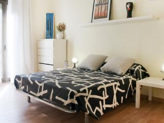 FANTASTIC APARTMENT NEAR THE BEACH- WIFI, Badalona