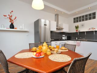 Evita apartment & free zone street parking, Praga