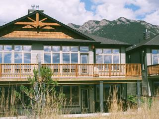 Vacation Home with Mountain Views, Golf, Skiing, Radium Hot Springs