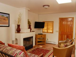 Charming Casita, walk to Historic Plaza, Santa Fe