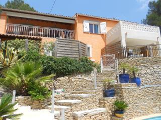 T3 JASMIN bas de villa avec piscine