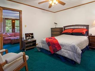 charming cedar house 20 min from twin Cities, Saint Paul