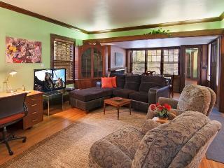 choice House, Wonderful Location sleeps 10, Saint Paul