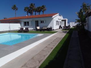 Villa el Veril. Primera línea de mar y piscina, San Bartolomé de Tirajana
