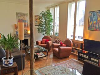 Center (Marais) – Large one bedroom with elevator