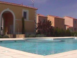 Agréable maison dans résidence avec piscine