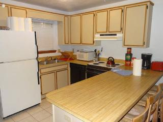 Best Deal in Tally #1-2Br, 1.5 Bath Fits up to 12, Tallahassee
