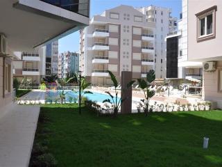 Sitesi Rose: daire 2 + 1 zemin kat, Antalya