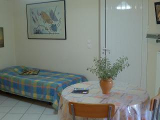 Studio fully furnished with washing machine, Héraklion