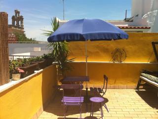 Céntrico Ático Dúplex con Terraza en Sevilla