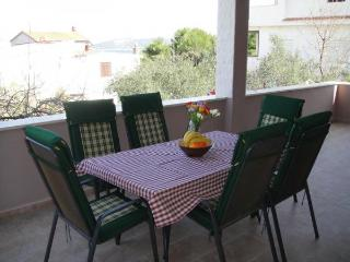 Luxury apartment with pool on the beach, Slatine