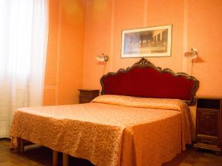 Flat Madonina at 2 minutes from San Marco square, Venise