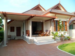 Modern Thai Style Holiday House at Sea, Cha-am