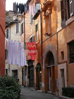 The typical alleys of Trastevere - 10 minutes by tram