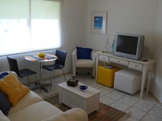 VERY NICE APARTMENT WITH 3 AIR CONDITIONING, ENSEADA BEACH GUARUJA-BRAZIL