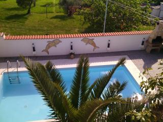 Wohnung mit Pool, Terrasse und Garten ELMA