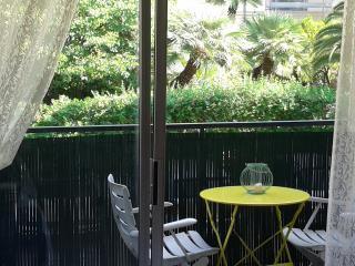 Studio de charme avec terrasse 300 metres plage