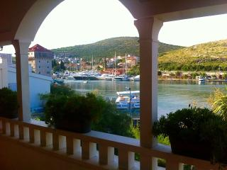 Cosy seafront apartment C in Villa Olea, Marina