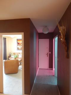 Couloir desservant toutes les pièces (vue sur salon/Chambres)