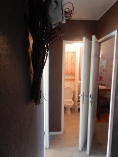 Couloir (vue sur toilette WC)