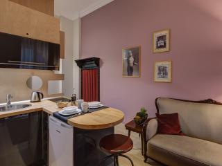 Studio apartment in Istiklal street / Taksim