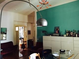 Appartamento luminoso ed elegante con balcone, Milan