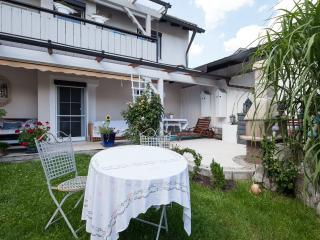 Noble apartment 4 * level with garden and terrace on the lake, Pocking