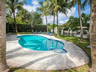 Miami Beach, Amazing Vacations Family House, Pool