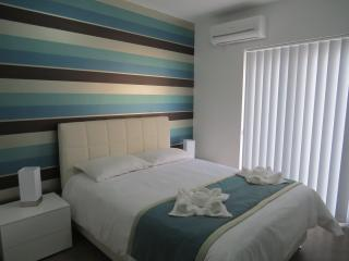 Apartment with Free Wifi in City Centre, Gzira