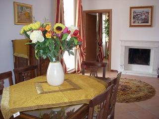 Appartamento elegante sul lago di Como con grande terrazzo . Carate Urio (COMO)