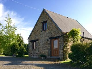 1  Bed cottage with pool nr Villedieu les Poeles