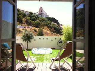 Lovely Graça's Garden View Apartment (NEW!), Lisbon