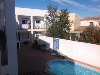 2 bed apart, sleeps 4, shared pool private parking, Los Gallardos