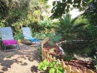 Rez de jardin 2 chambres Wifi Parking Plage à pied, Antibes