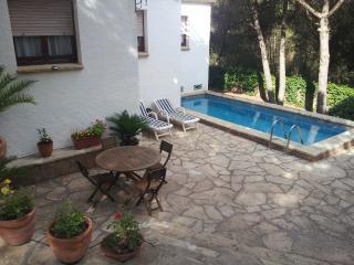 Villa para 14 personas; piscina y jardin.