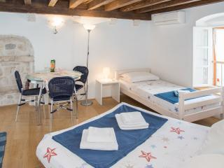 Cosy apartment in the Hvar centar